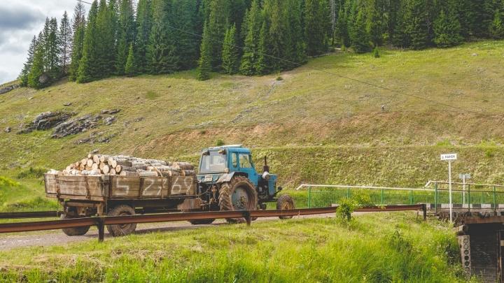 В Прикамье пассажир выпал из трактора и погиб