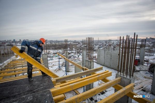 """В настоящий момент в России строят <nobr class=""""_"""">1438 домов</nobr> высотой от одного до четырех этажей"""