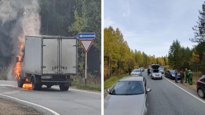 На Серовском тракте на ходу загорелась «Газель»: видео