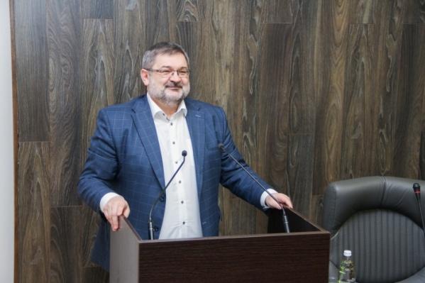 Василий Тараканов надеется, что Минобразования вернёт его обратно в вуз