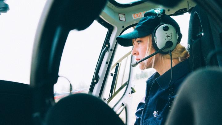 «Пол ничего не решает»: красавица из Москвы приехала в Омск, чтобы стать вертолётчицей