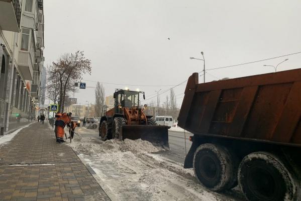 С улиц вывезли 24 тонны снега
