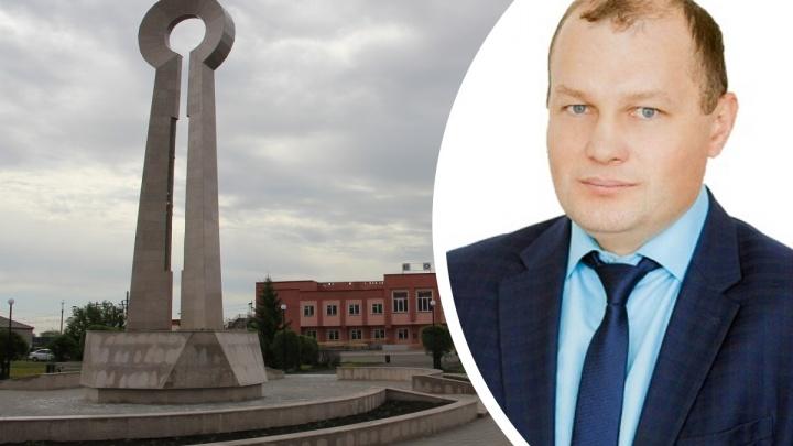 Мэр Калачинска написал заявление «по собственному» после того, как его поймали пьяным за рулем