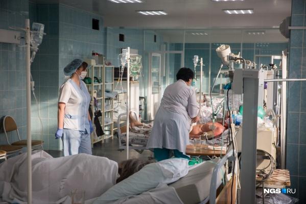 Пожилых пациентов с ковидом стали госпитализировать чаще на 10–15%