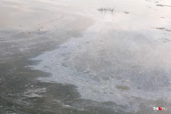 Мыльная плёнка появилась в воде 27 августа. Проверяющие говорят, что, когда они приехали, вода уже была чистая