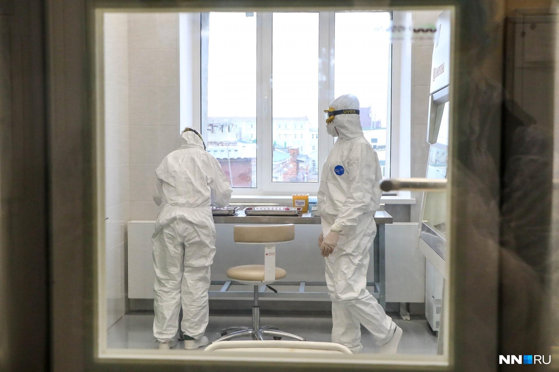 После того как человек выработает иммунитет, ученые исследуют его кровь и плазму