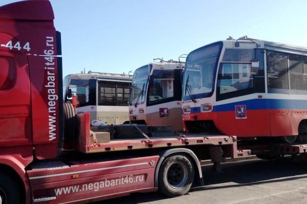 Трамваи привезли в наш город на фурах