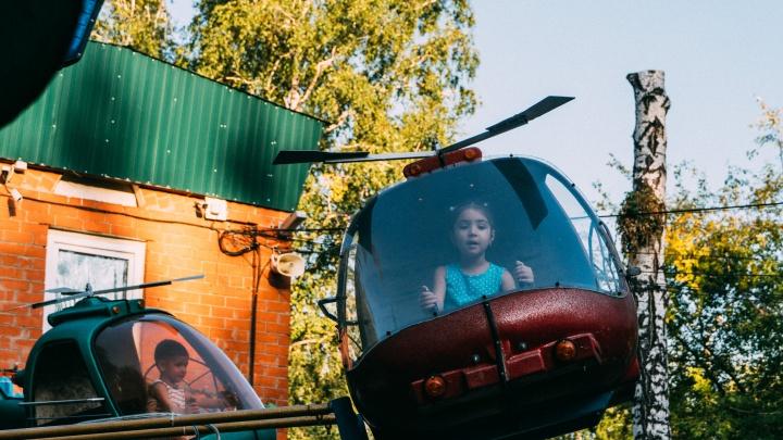 За рулём вертолёта я в парке лечу: первый день работы аттракционов в Омске