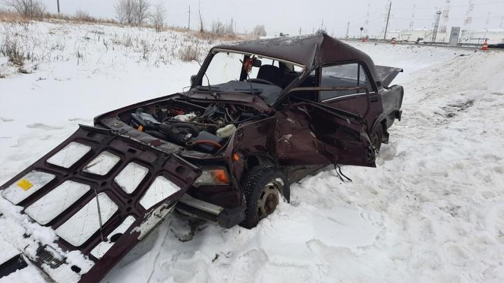 Появились фотографии последствий смертельного ДТП с нефтевозом в Самарской области