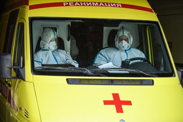 Пенсионеры не могли дождаться врачей, и сыну пришлось отправлять лекарства курьером из Екатеринбурга в Артёмовский