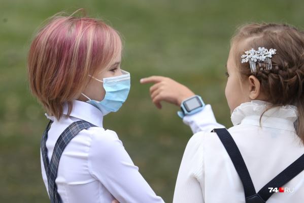 Обычно экстремальные цвета выбирают подростки, но бывает, что и дети помладше красят волосы. Не всем учителям это нравится