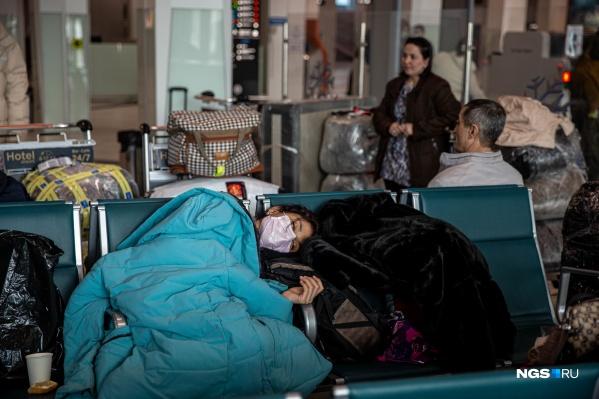 Граждане Узбекистана ждут своего самолёта уже третьи сутки. Есть и те, кто живёт в терминале пятый день