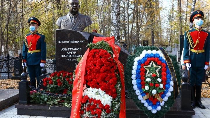 На мусульманском кладбище установили памятник вице-премьеру Башкирии