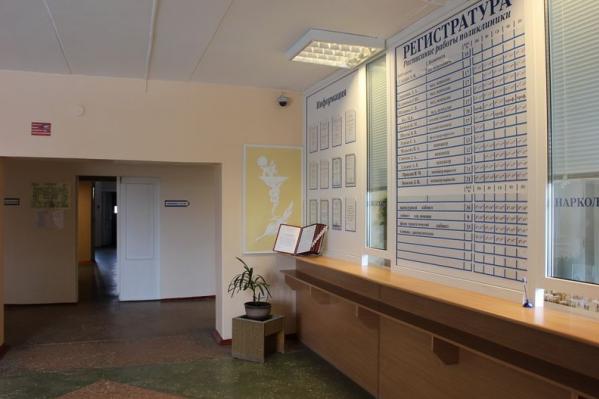 Пациентов, чьи тесты на коронавирус оказались отрицательными, вывозят в Архангельск