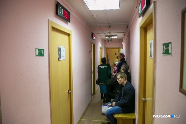 Так коридоры службы занятости выглядели до режима самоизоляции