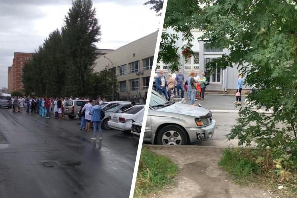 Спецслужбы сразу же начали эвакуацию людей из зданий