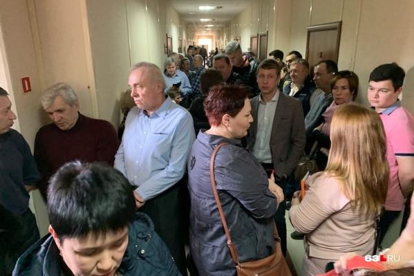 Пайщики гаражного кооператива заполнили коридоры суда
