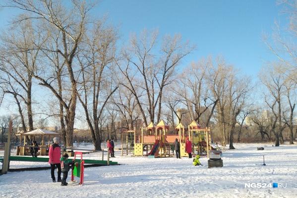 Детская площадка на острове Татышев