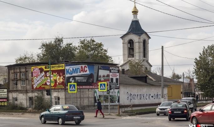 «Нас постоянно караулит полиция»: семья умершего от коронавируса жителя Урюпинска пожаловалась на преследования и травлю