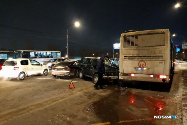 Авария произошла около остановки «Остров Отдыха»