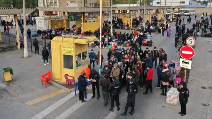 «Возникла технологическая проблема»: в Волгограде объяснили отправку 950 узбеков на родину