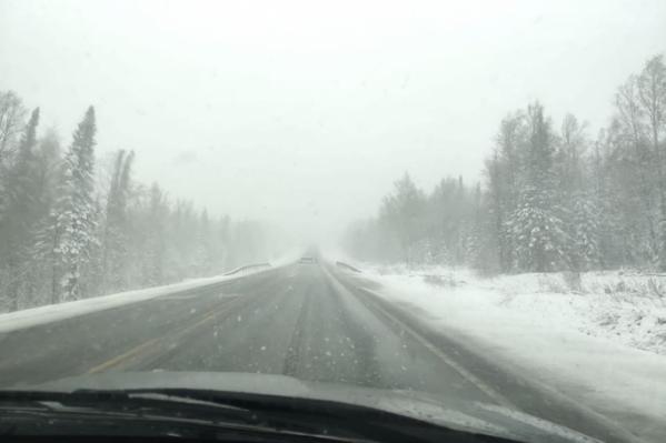 Мокрый снег покрыл дороги в 6 часах езды от Красноярска