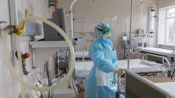В Волгоградской области растет число тяжелых пациентов: в реанимациях 65 человек, на ИВЛ — 25