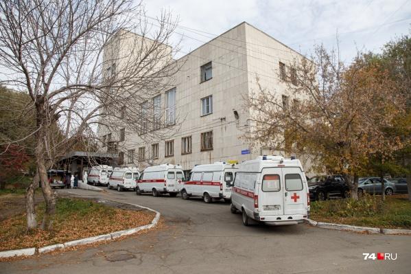 Бригады скорой помощи в Челябинске сейчас работают на износ
