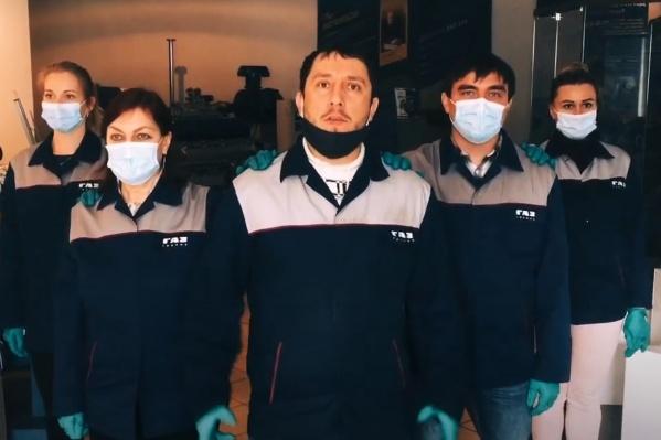 Клип по правилам пандемии — в масках и перчатках