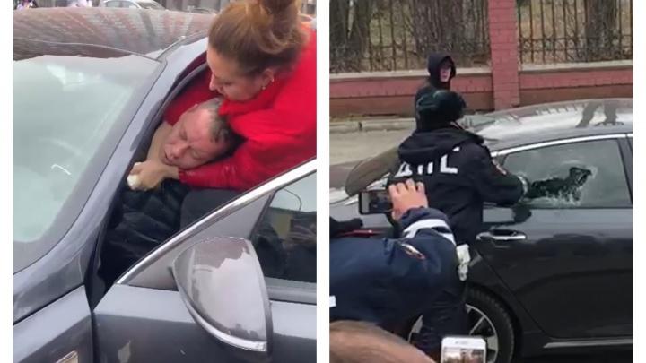 «Он был в коме»: женщина, спасавшая водителя на Колмогорова вместе с ГИБДД, рассказала о случившемся