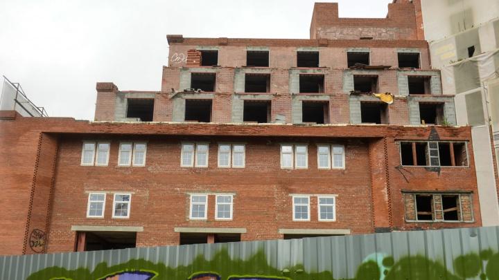 Недостроенную гостиницу «Дели» в Екатеринбурге выставили на торги