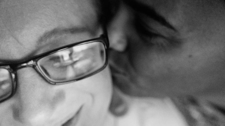 «Он хоть что-нибудь понимает?»: история любви омички и тунисца, которые общаются на трех языках