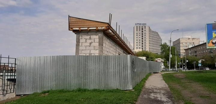 «Люди очень изобретательны в желании обойти закон»: как в Новосибирске киоски стали превращать в ТЦ