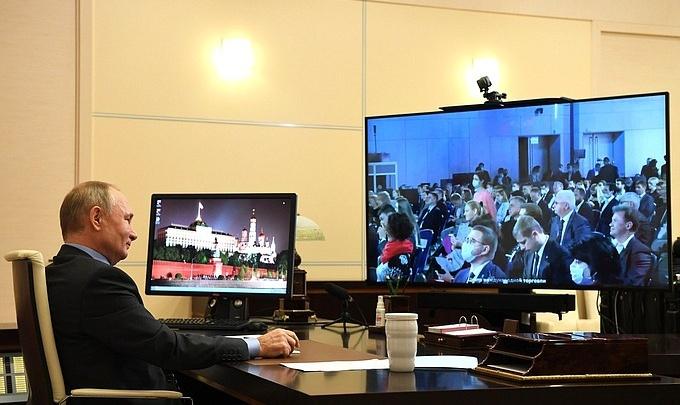 Путин пообещал помочь челябинскому институту деньгами на обучение самозанятых