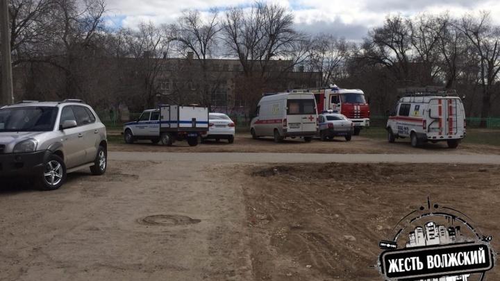 «Есть подозреваемые»: в Волжском после звонка о бомбе эвакуировали школу