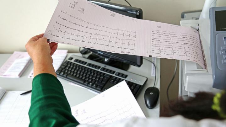 4 важных признака инсульта, при которых обязательно нужно вызвать скорую помощь