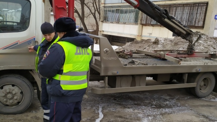 Начальник ГИБДД прокомментировал, почему у челябинцев эвакуируют машины в дни карантина
