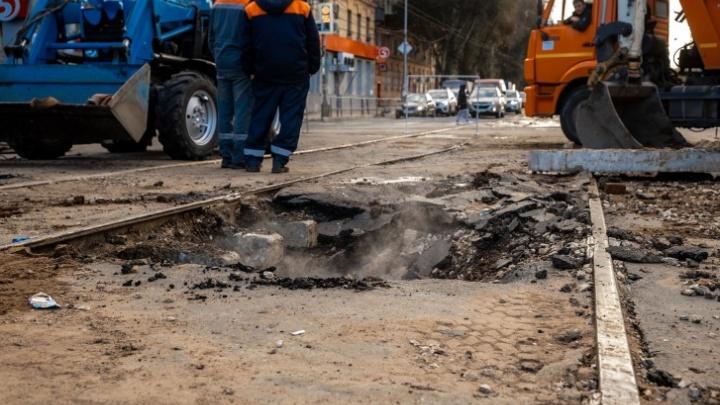 В Самаре устранили дефект теплосети на площади Кирова