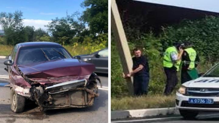 В Ярославле виновника аварии полиция привязала наручниками к столбу