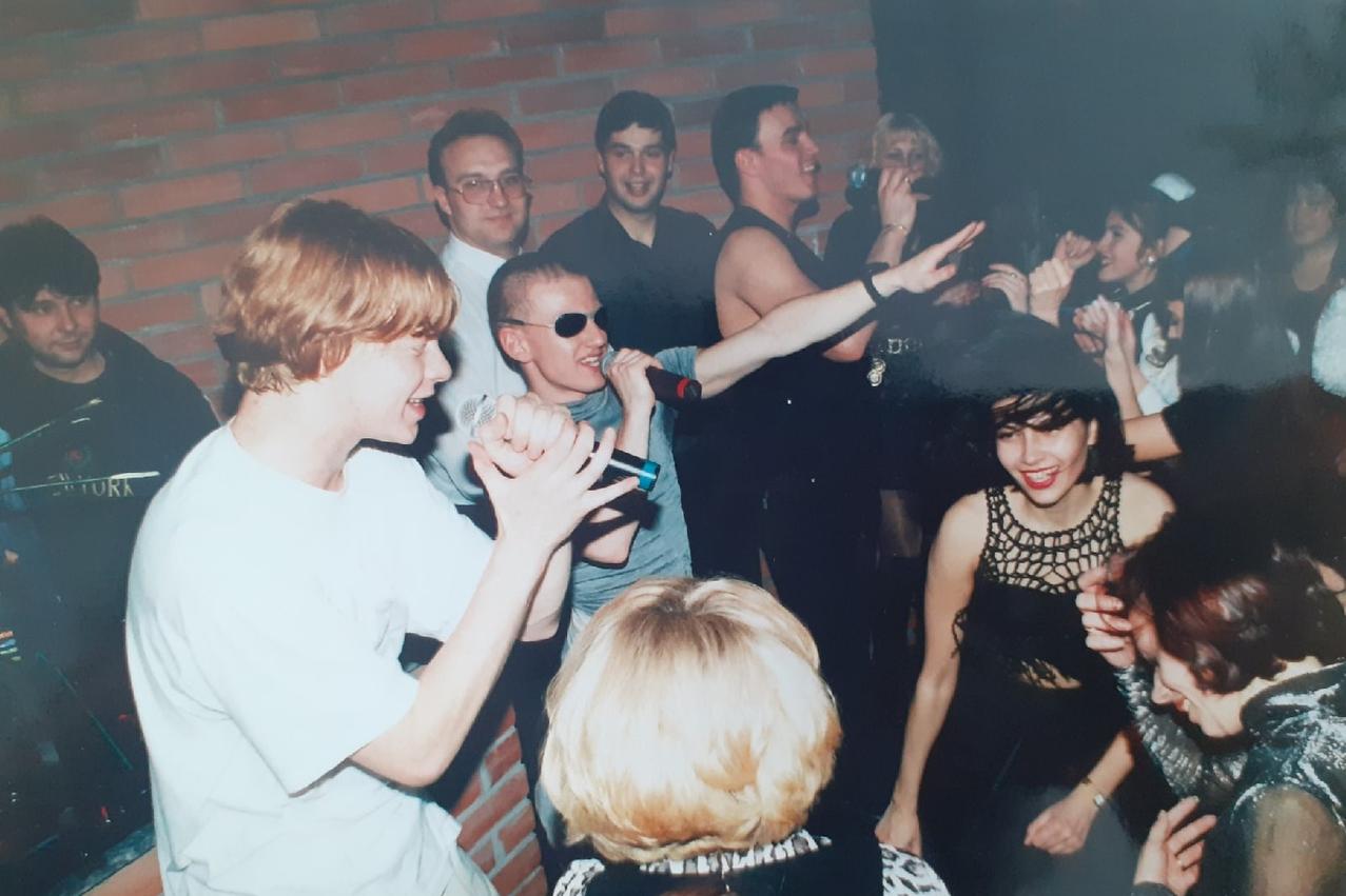 Знаменитые артисты и раньше часто посещали Новосибирск. На этом снимке — первый состав «Иванушек International». Посмотрите, как выглядели концерты в «лихие» годы<br>