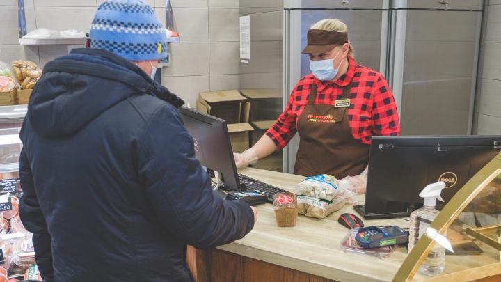 Опрос: более половины жителей Прикамья тратят большую часть зарплаты на еду