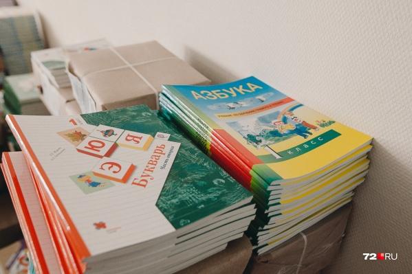 Дистанционное обучение в тюменских школах постепенно возвращается, правда, детей по домам распускают не из-за коронавируса