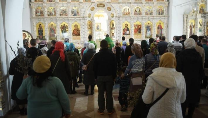 В Екатеринбурге запретили собираться в храмах и на кладбищах