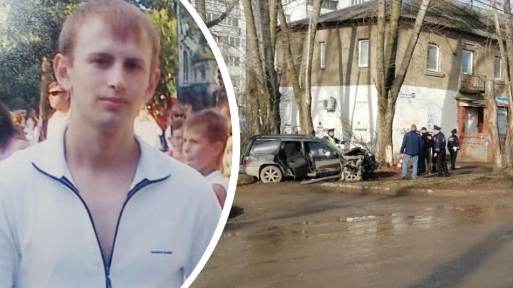 Мчалась пьяная по разбитой дороге: как екатеринбурженка погубила друга в ДТП, врезавшись в дерево