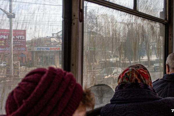 Конфликт в трамвае начался из-за упавшего на пол рубля