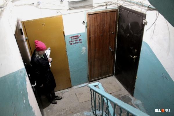 Два соседних деревянных дома по адресу Переходный, 5/1 и 5/2 снесли, а кирпичный дом на 2 подъезда остался стоять