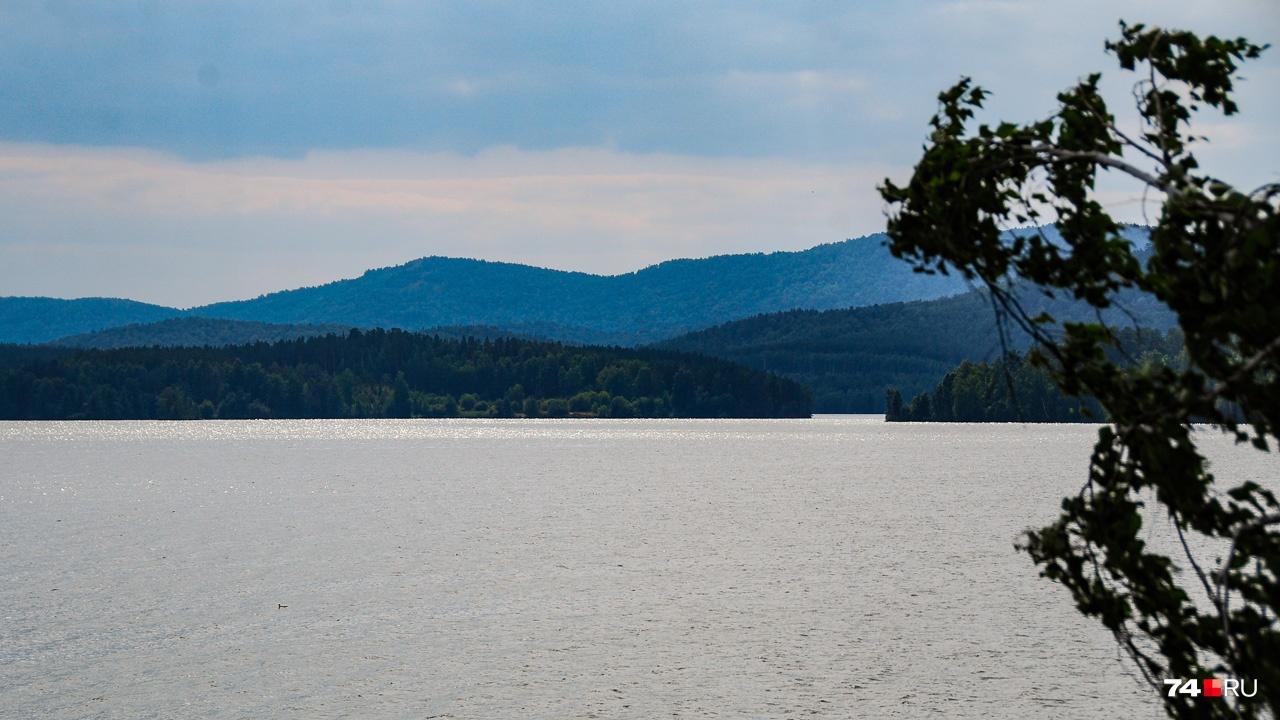 Лаборатория находилась на берегу озера Сунгуль с его живописным многослойным фоном