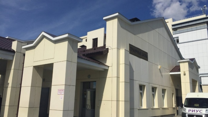 Брали деньги за бесплатные услуги: в тюменском бюро судмедэкспертизы нашли нарушения