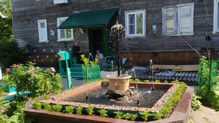 «Браво мастеру!»: житель Кегострова сделал фонтан в своем дворе