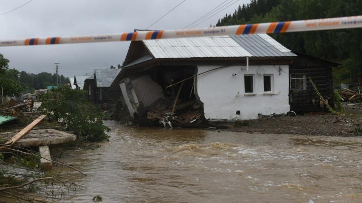 Потоком смыло половину дома, а ель принесло на крышу: 5 историй пострадавших от наводнения в Нижних Сергах